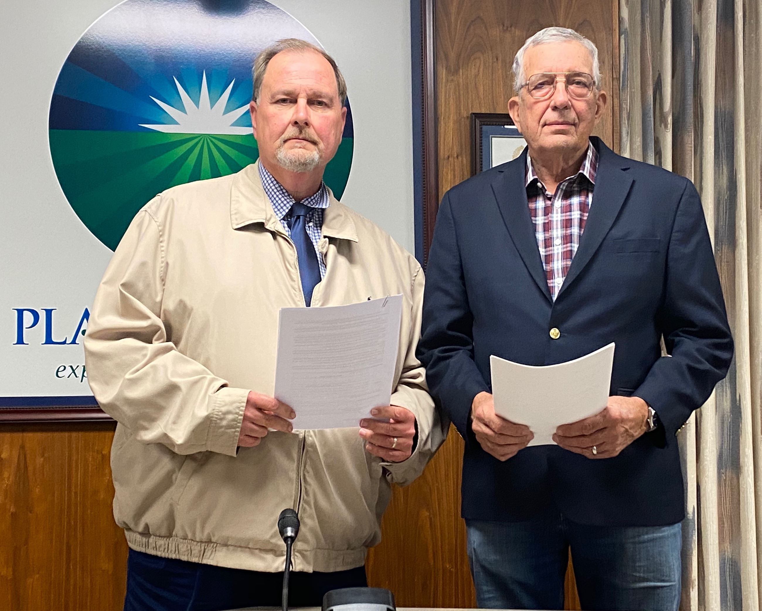Judge David Mull and Plainview Mayor Wendell Dunlap